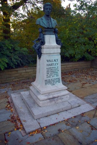 399px-Bust_of_Wallace_Hartley_-_geograph.org.uk_-_1547029